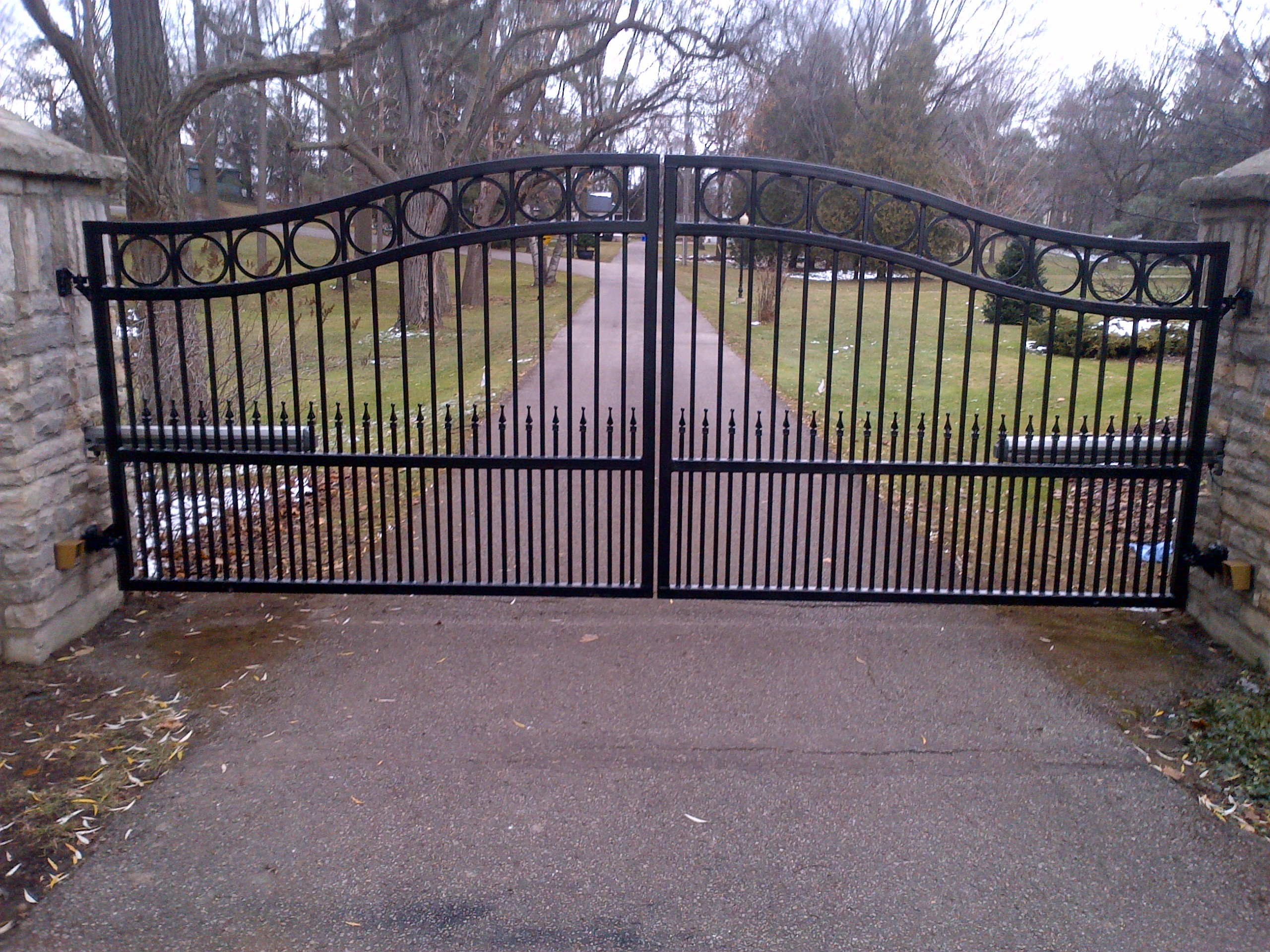 Types of driveway gates jay360 jay360 for Driveway gates online